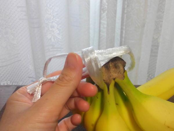 ビニールひもを果柄に固定