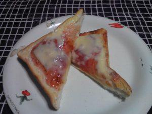お徳用いちごジャムととろけるチーズ