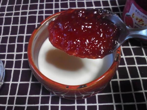お徳用ジャムでいちごミルクを作る