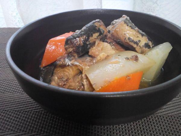 イワシの缶詰と野菜の煮物