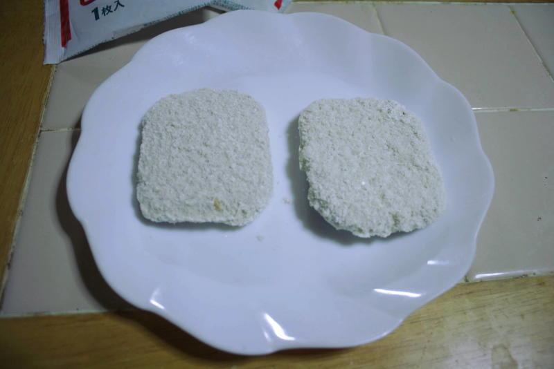 パン粉が付いた状態で入っています