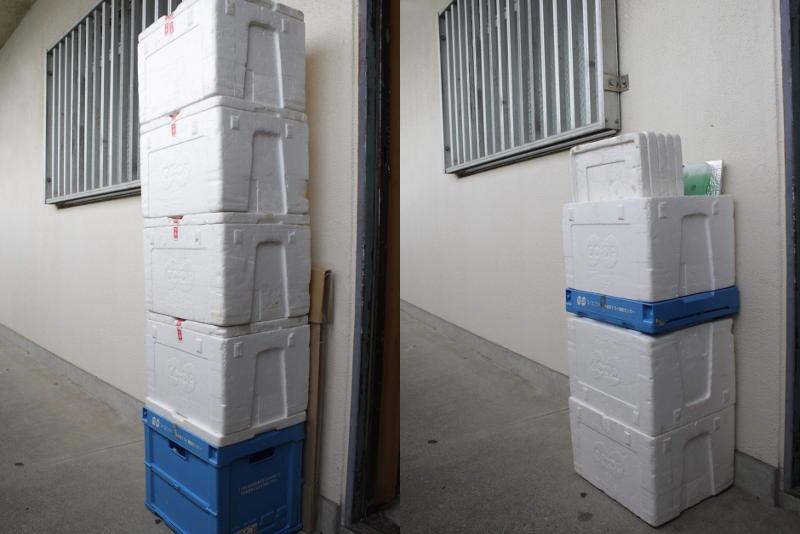 通い箱をそのまま積んだものと、まとめたもの比較