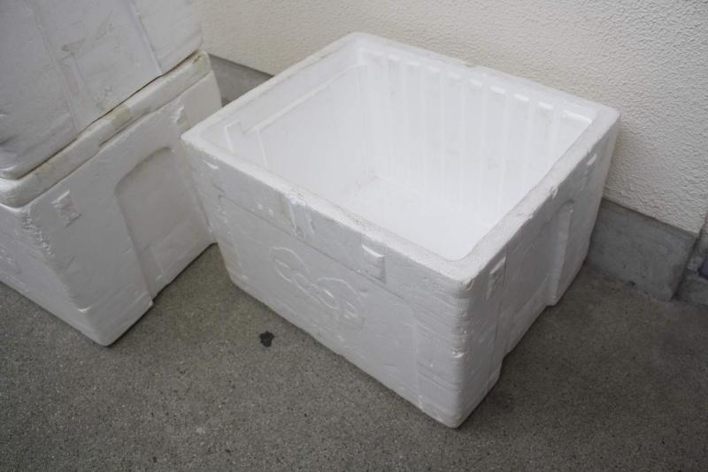 箱の蓋を開けて置く