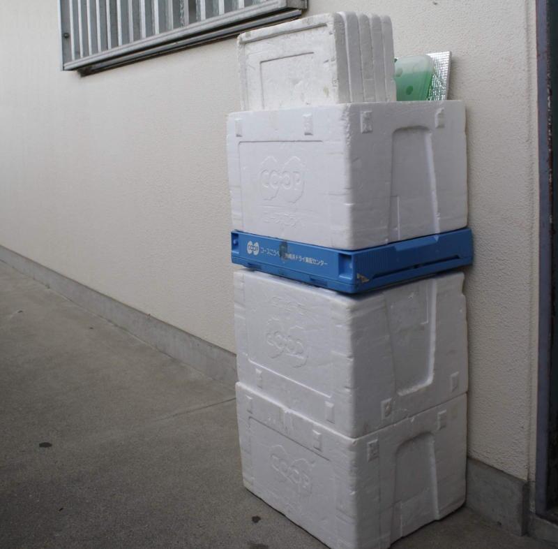 コンパクトにして置いた通い箱
